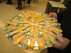 Sandalias, entregadas después de la oración