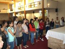 Orando por las intenciones del Papa.