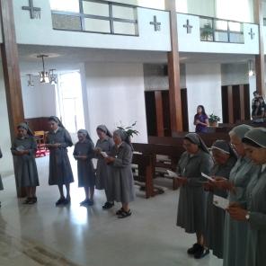 Renovación de las Hnas en el día de la Santísima Trinidad