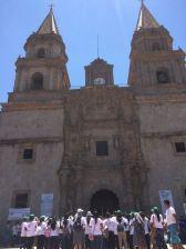 Frente a la Basílica
