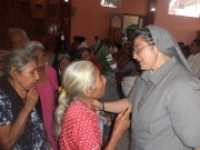 Las personas mayores no dejaron de agradecer en su lengua