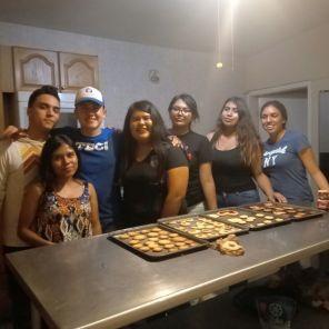 Del Tec de Monterrey vinieron una chica y dos jóvenes a impartir el taller de repostería