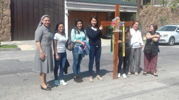 H. Angeles, jóvenes y MOLAVIM de la CDMX a su llegada a SLP con la cruz